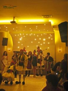 Dansatori seara greceasca