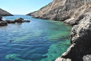 Snorkeling place at Korakonissi