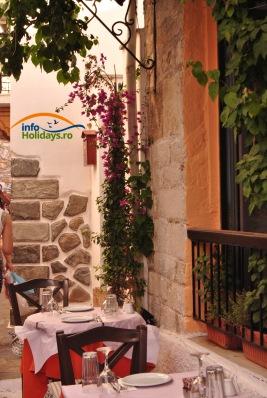 Taverna din portul Skiathos