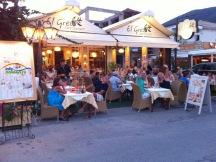 Un restaurant cu mancare buna, situat in zona portuara, aproape de mare si de strada principala. O alegere excelenta!