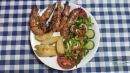 "Crevetii (garides) sunt la mare cautare in Grecia, in special in Grecia Insulara. Tot timpul proaspeti si colorati sunt un festival al aromelor in orice farfurie. Daca mai vin ""la pachet"" cu garnitura de cartofi la cuptor/parajiti si salata, meniul este gata!"