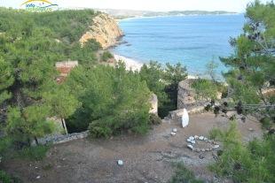 Metalia Beach - vedere din fostul castel