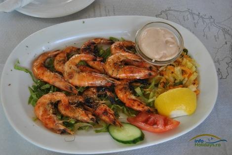 In Grecia, crevetii (garides) sunt la mare cautare. Indiferent de ora la care serviti masa, crevetii pot fi tot timpul alegerea perfecta!