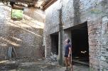 Metalia Beach Thassos - in interiorul fostelor hale unde se depozita minereul de fier. Interesanta senzatie!