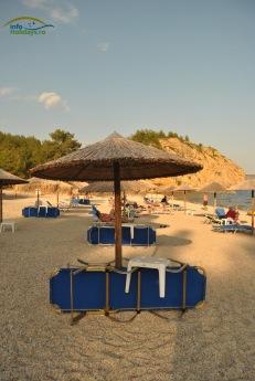 Metalia Beach - sezlonguri si umbrelute (contra cost)