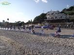 Plaja amenajata cu sezlong-uri si umbrelute (contra cost)