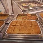 Baclava este o reminiscenta a dominatiei otomane. Grecii au preluat acest desert si il recomanda ca un produs specific. Multi comercianti lauda baclavaua ca avand proprietati afrodisiace.