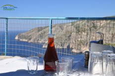 "Vinul rosu ""la carafa"" este alegerea perfecta in Grecia."