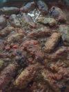 """Este o specialitate greceasca formata din chiftelute ( care au forma """"micilor"""" romanesti) in sos tomat la cuptor. Soutzoukakia este o mancare gatita, consistenta, ce ofera un gust complex si lasa de fiecare data o """"amintire culinara"""" placuta...specific greceasca!"""