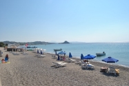Kefalos Kos - plaja nisipoasa fara valuri si cu intrare lina in apa.