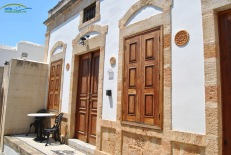 Lindos Insula Rodos - Case construite in stil traditional cu obloane de lemn