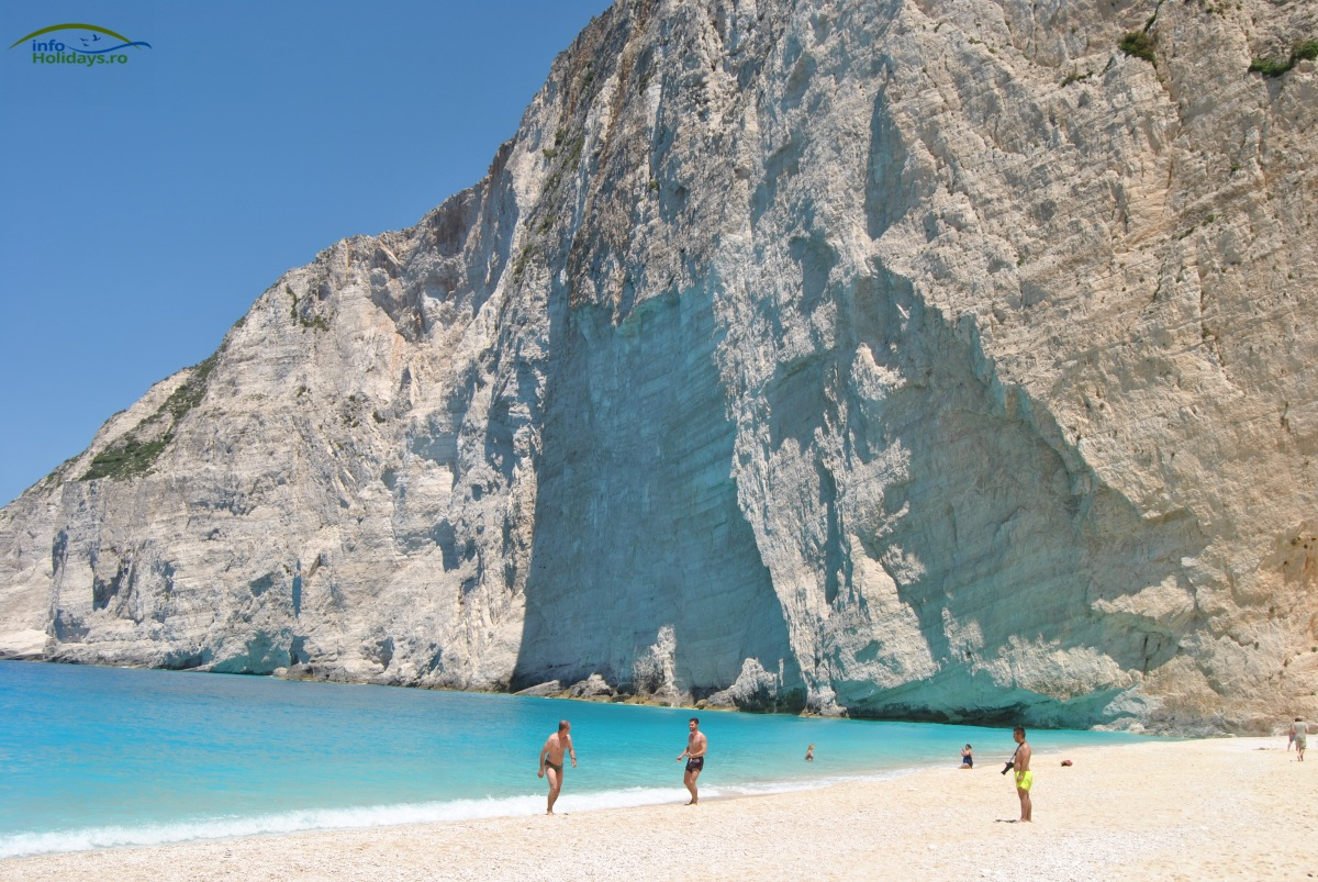 Navagio - Insula Zakynthos - distractie pe plaja