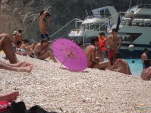 Navagio - Insula Zakynthos - plaja populata