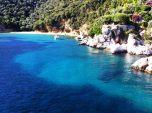 Insula Skiathos - golf cu apa cristalina vazut din vasul de croaziera