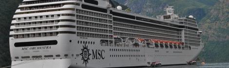 Vasul MSC Orchestra in portul Geiranger