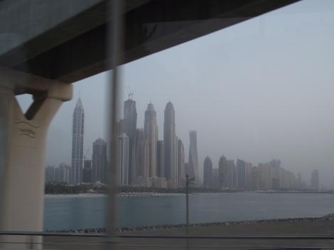 Dubai-ul este in plina expansiune. Se construieste in continuu iar in turul orasului puteti vedea o colectie impresionanta de zgarienori.