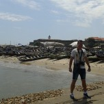 James Town: plaja si barcile pescarilor