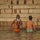 India - Varanassi - purificare si rugaciune