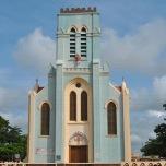 Benin - Bazilica crestina in fata Templului Pitonilor