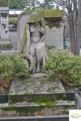 Tomb of grieving woman
