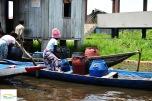 Benin - Ganvie - pompele de unde isi cumpara locuitorii apa