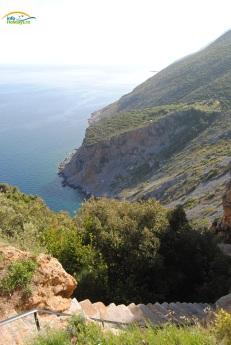 Muntele Athos - Scari spre grota Sfantului Athanasie Athonitul