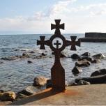 Ponton cu docuri de ancorare langa Manastirea Iviron